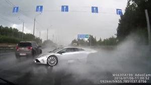 Il perd le controle de sa Lamborghini et s'écrase sur une autre voiture