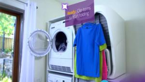 Machine qui repasse, plie et parfume les vêtements à votre place