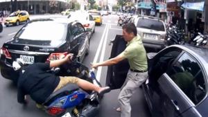 Quand Pierre Richard t'aide à relever ton scooter, Raté!