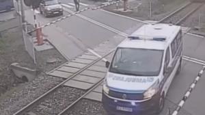 Un ambulancier se retrouve coincé sur un passage à niveau