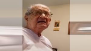Cet homme âgé de 98 ans réalise qu'il est vieux