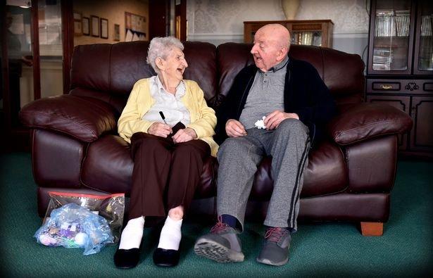 Les inséparables : Mère agée de 98 ans et son fils de 80 ans