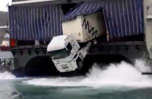 Quand un camion a le mal de mer - FAIL