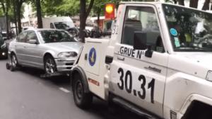 La fourrière parisienne détruit une BMW mal garée