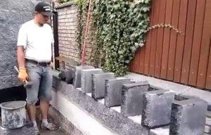 Ce maçon pose des briques en mode Dominos. Gros talent !
