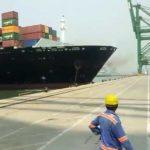 Un Navire porte-conteneurs a percuté le quai d'un port !