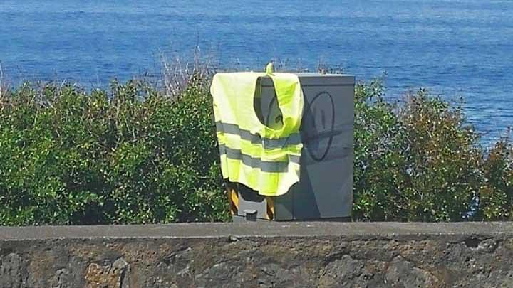 Le radar de Saint-Leu masqué par un gilet jaune