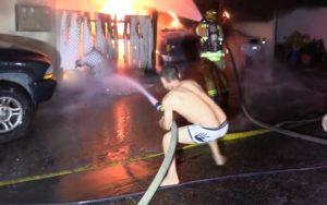 Il veut aider les pompiers pendant un incendie mais s'est raté !