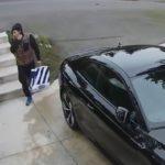 Un voleur de colis en pleine action attrapé par un voisin puis par la police