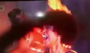 VIDÉO : Les cheveux de Miss Afrique prennent feu après sa victoire