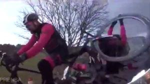 Vidéo Choc : Dani Rovira est violemment percuté à vélo par une voiture en France
