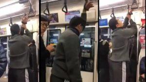 Ce passager coince sa main et rate sa station de métro