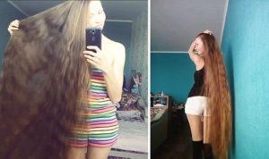 Elle nous montre ses longs cheveux pulpeux