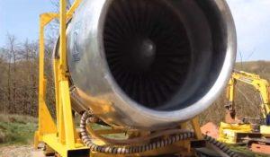 Il a un moteur à réaction d'un avion dans son jardin ! Et il fonctionne parfaitement