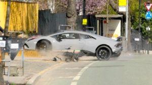 Il fracasse sa Lamborghini Huracan et s'exhibe devant la foule