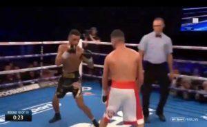 Un boxeur s'est moqué de son adversaire, à 15 secondes de la fin se prend un KO