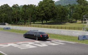 Il conduit une limousine et Drift en marche arrière à très grande vitesse !