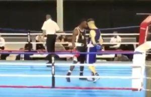 Ce boxeur français fait une simulation honteuse lors d'un combat