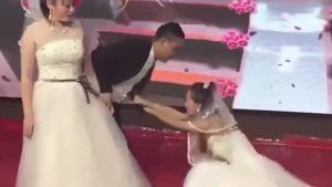 L'ex-copine du marié est revenue à la fête de mariage en robe de mariée