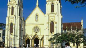 Multiples explosions secouent les églises et les hôtels du Sri Lanka