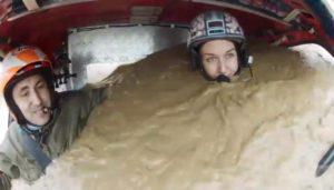 Cette femme s'est retrouvée avec son tout-terrain pleine de boue