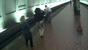Un homme malvoyant est tombé sur les voies du métro