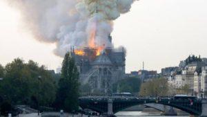 Incendie Notre-Dame de Paris, la flèche s'est effondrée