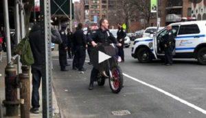 Un flic teste une motocross confisquée pour excès de vitesse