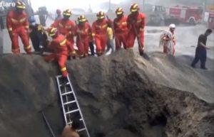 Un ouvrier enterré vivant sous 4 mètres de remblais est sauvé par des pompiers