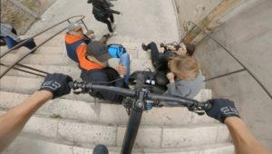 Descente urbaine en VTT dans des escaliers à Blois