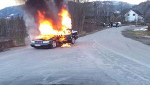 Les pompiers éteignent un feu de voiture et découvrent que le frein à main était desserré