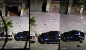 Il se venge de la voiture garée devant son garage