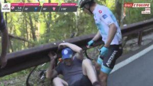 Giro d'Italia Un cycliste gifle un spectateur qui l'avait fait tomber de son vélo