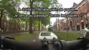 Un motard percute une voiture après avoir insulter un cycliste