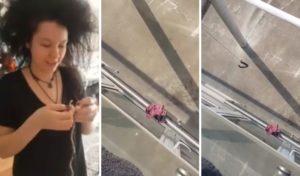 Elle tente de récupérer sa culotte tombé sur le balcon voisins du dessus