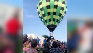 Une montgolfière qui vole trop bas s'écrase sur une foule de spectateurs