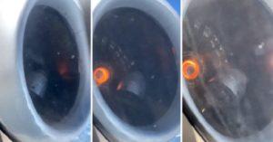 Un passager regarde par la fenêtre d'un avion en plein vol et filme le moteur en panne !