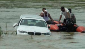 Un adolescent gâté envoie une BMW dans la rivière parce qu'il voulait un Jaguar !