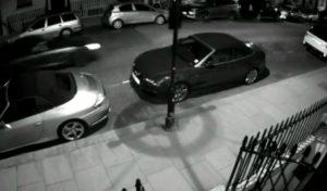 Le crash d'une Audi Q7 à la poursuite d'une Porsche fait des dégâts à Londres