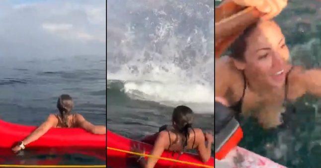 Elle se fait surprendre par une baleine au milieu de la mer
