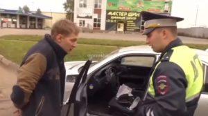 Il gifle un policier lors de son arrestation et se fait vite calmer