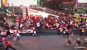 Une moto provoque la panique à Times Square (New York)