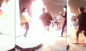 Il nargue une employée d'une station service et finit par brûler sa moto