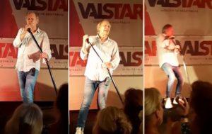 Un chanteur chute de la scène lors d'un spectacle
