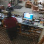 Une employée d'hôtel réussit à saisir l'arme d'un braqueur