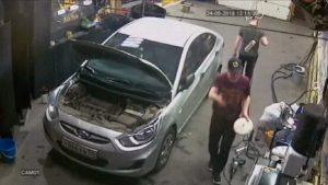 Un garagiste reçoit une visite sans rendez-vous et au mauvais moment