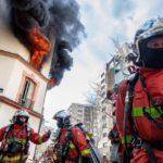 Courbevoie Les sapeurs-pompiers sauvent la vie d'une femme bloquée dans son appartement en feu