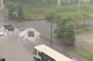 Ne jamais traverser d'inondations, surtout lorsque vous conduisez une McLaren