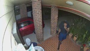 Des voleurs reçoivent une petite surprise, après avoir essayé de pénétrer dans une maison