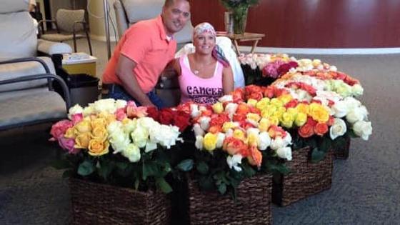 Dernière séance de chimio, regarder le nombre de bouquets qu'elle reçoit!